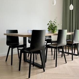 Białe i czarne krzesła do jadalni i salonu: plusy i minusy / mebllegro