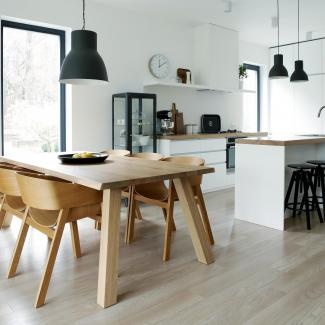 stół – mebel multifunkcjonalny